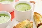 Зеленый гороховый суп с хлебцами