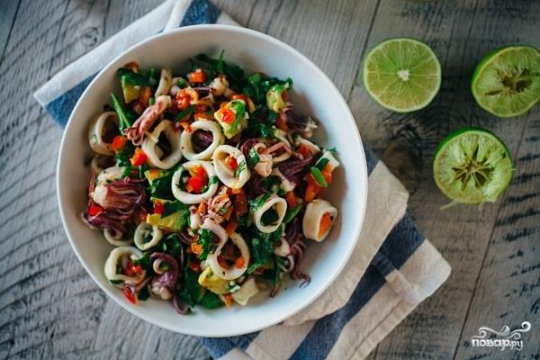 Салат из кальмаров и авокадо - фото шаг 6