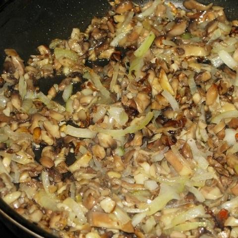 Слоеный пирог с грибами и картофелем - фото шаг 2