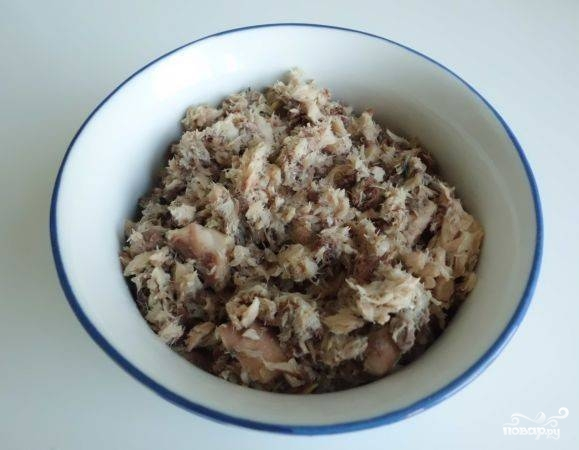 Салат из консервированной скумбрии - фото шаг 2