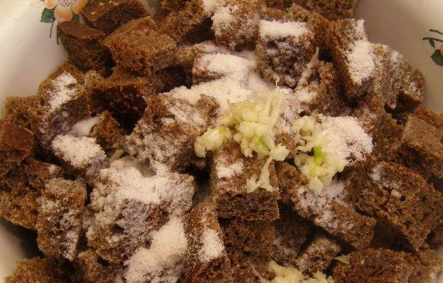 Сухари на сковороде - фото шаг 5