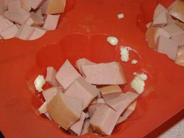 Омлет с сосиской и сыром - фото шаг 5