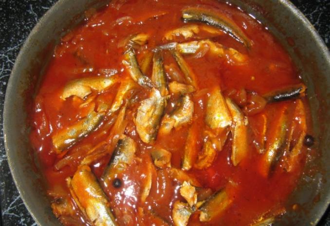 Килька в томатном соусе - фото шаг 5