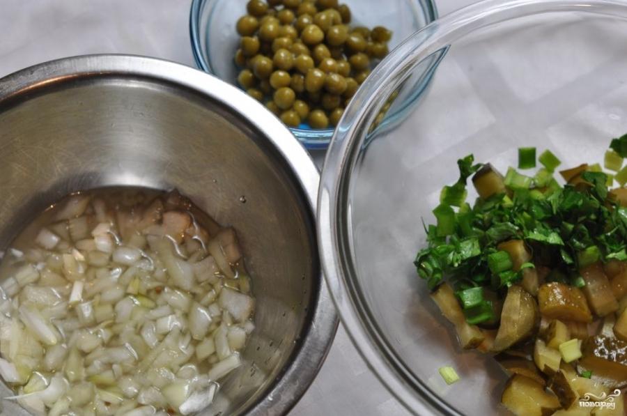 Салат картофельный с маринованными огурцами - фото шаг 2