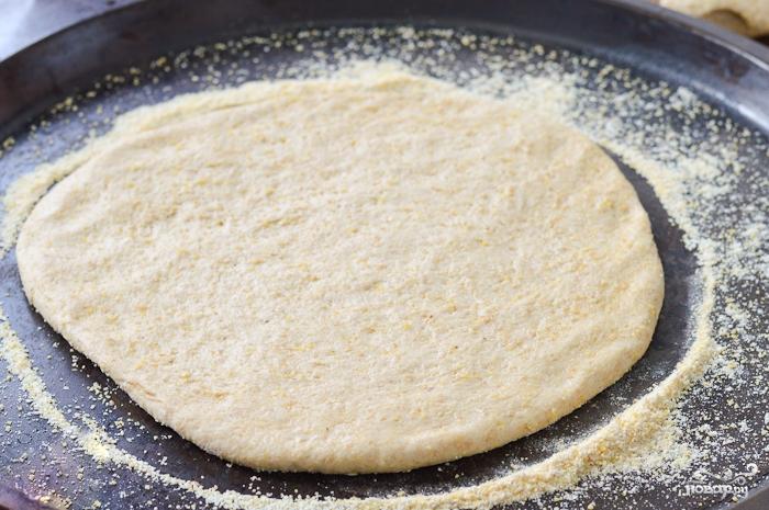 Пицца на толстом тесте - фото шаг 4