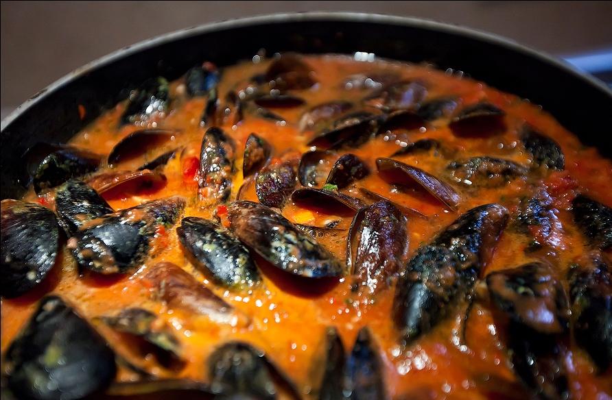 Как пожарить мидии на сковороде рецепт с фото