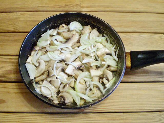 Салат с грибами и огурцами - фото шаг 2