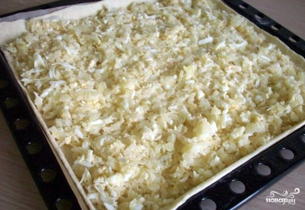 Слоеный пирог с капустой и яйцом - фото шаг 3