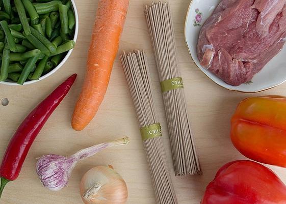 Рецепт Говядина с гречневой лапшой