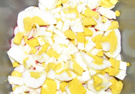 Салат крабовый с сыром - фото шаг 2