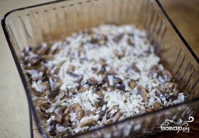 Слоеный салат с курицей и грибами - фото шаг 6
