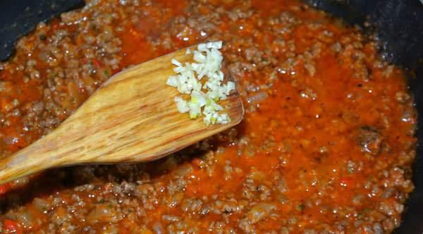 Спагетти с помидорами и фаршем - фото шаг 6