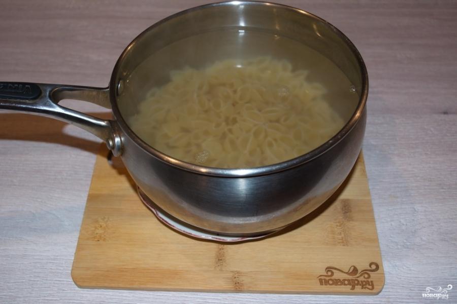 Макароны с сыром в духовке - фото шаг 1