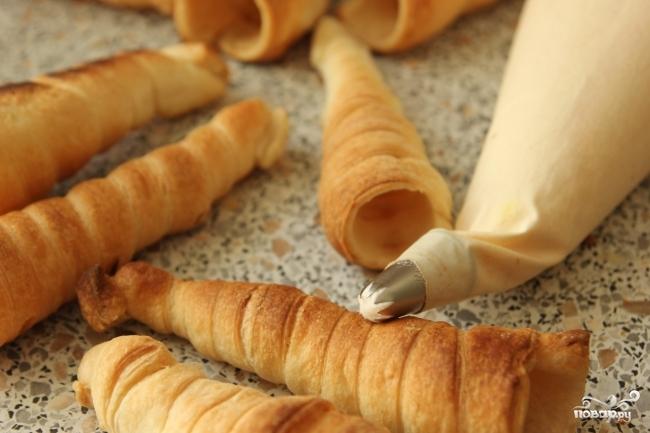 Слоеные трубочки с белковым кремом - фото шаг 6