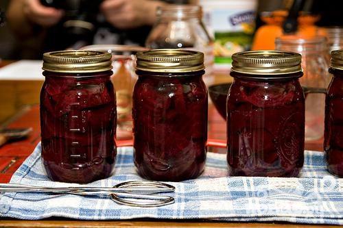 Рецепт Консервированные помидоры со свеклой