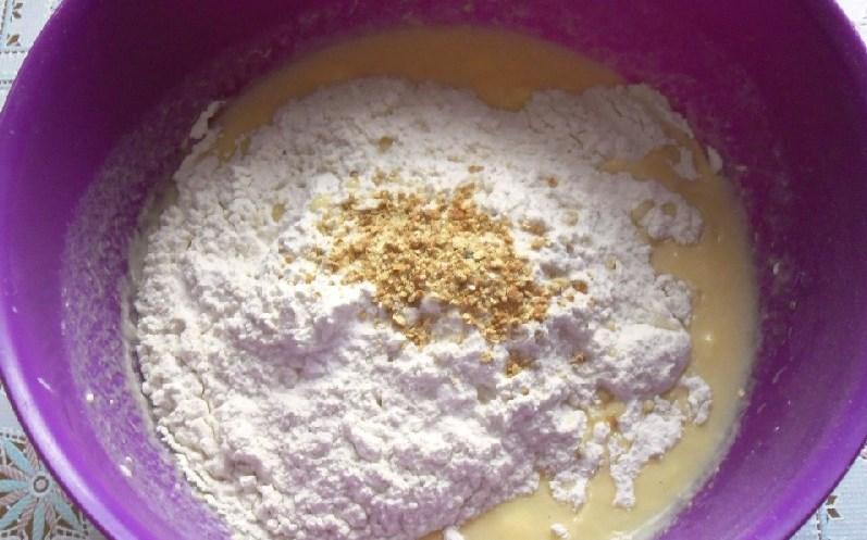 Кексики на кефире в формочках - фото шаг 3