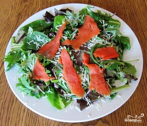 Рецепт Салат с рыбой и сыром