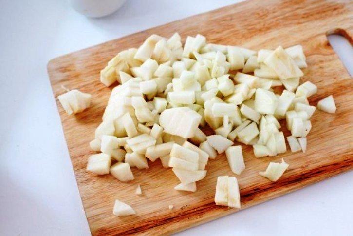 Салат капустный с кукурузой и яблоком - фото шаг 2