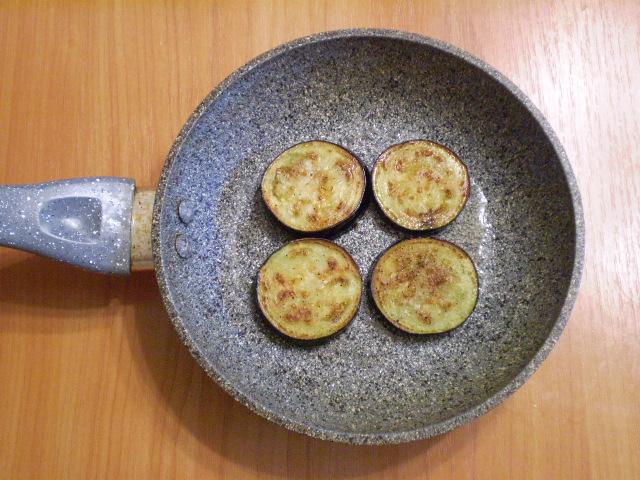 Баклажаны жареные со сметаной - фото шаг 5