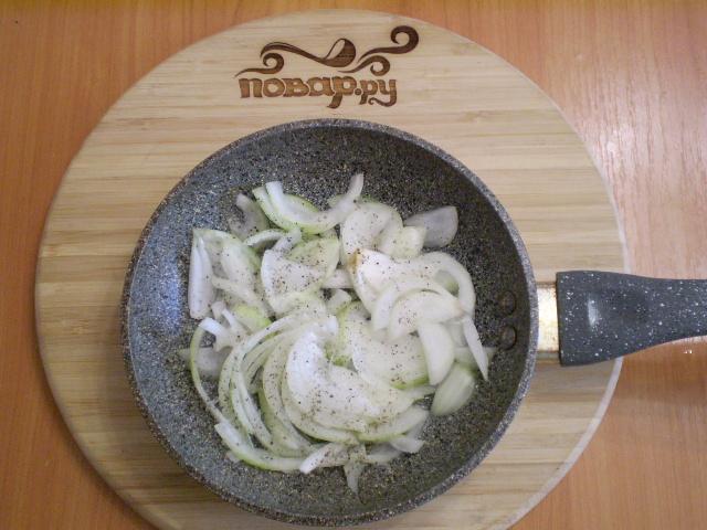 Баклажаны жареные с помидорами и луком - фото шаг 5