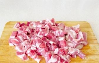 Вкусный гуляш из свинины - фото шаг 1