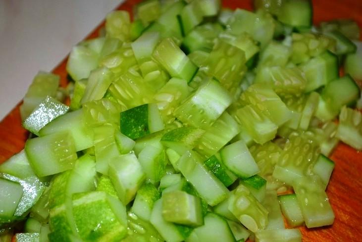 Простой рыбный салат - фото шаг 3