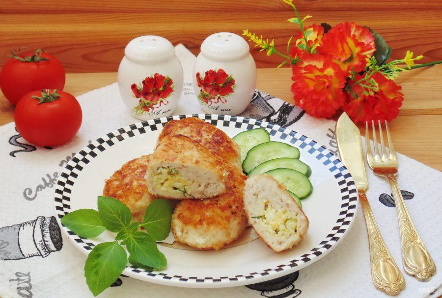 Куриные зразы с сыром и яйцом