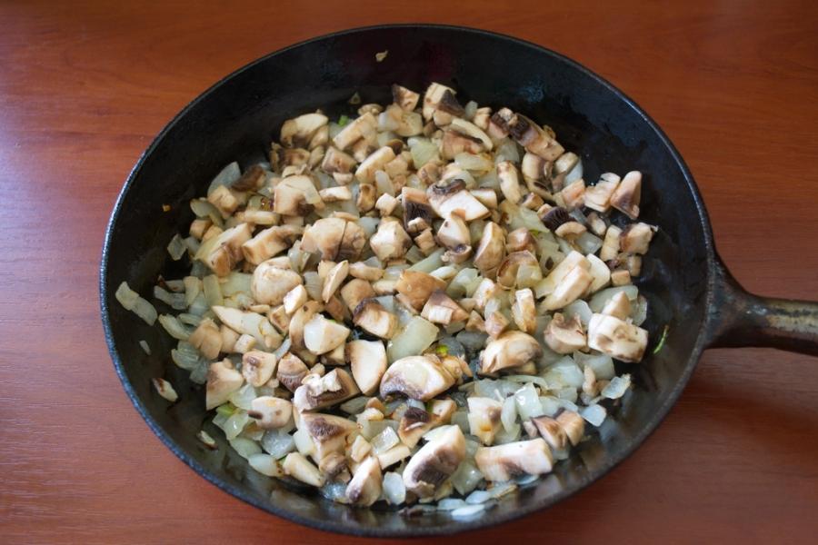 Пирожки с мясом и грибами - фото шаг 2