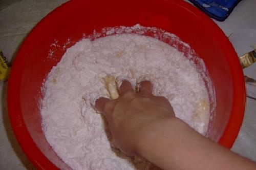 Булочки с колбасой - фото шаг 3