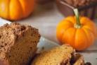 Тыквенный хлеб с ореховой посыпкой
