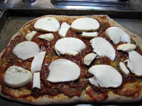 Пицца с колбасой - фото шаг 15