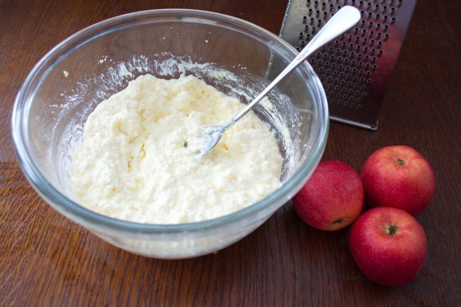 Яблочная запеканка с корицей - фото шаг 4