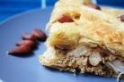 Пирог с курицей, миндалем и корицей