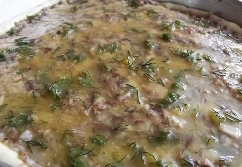 Заливной пирог с рыбной консервой - фото шаг 5