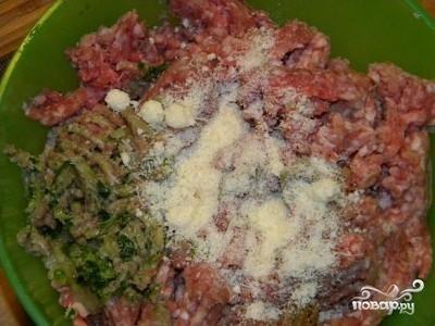 Мясной рулет с вареными яйцами - фото шаг 2