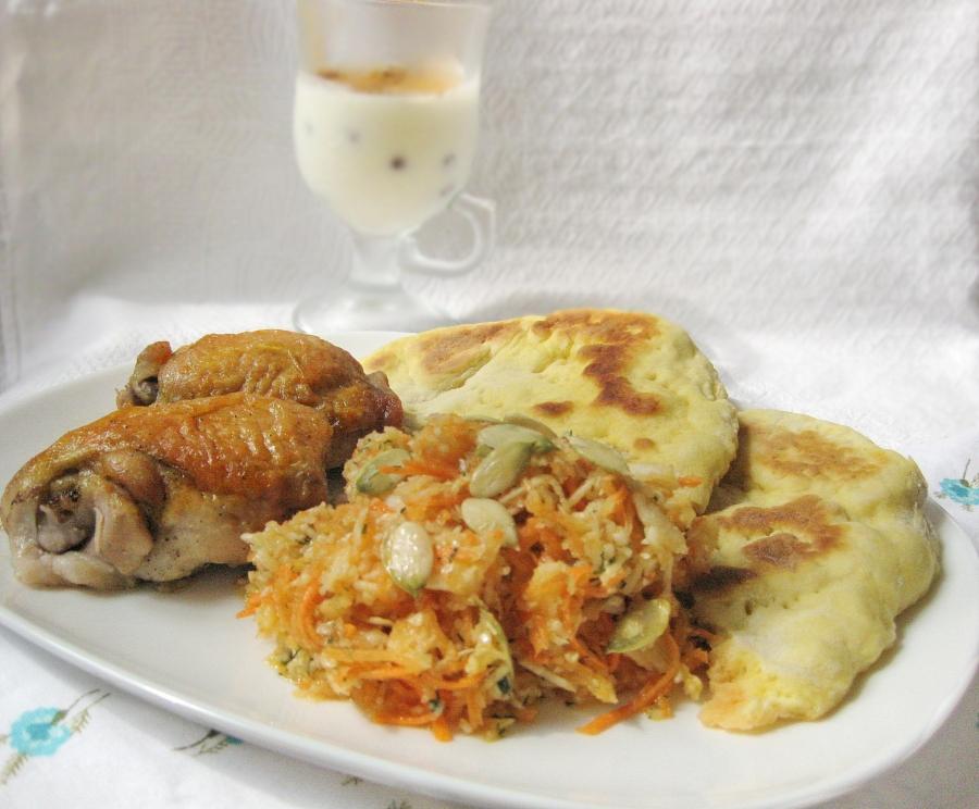Карамельная курочка с овощами, лепешками и десертом - фото шаг 13