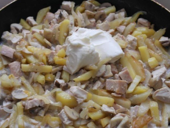 Жульен с грибами и картофелем   - фото шаг 6