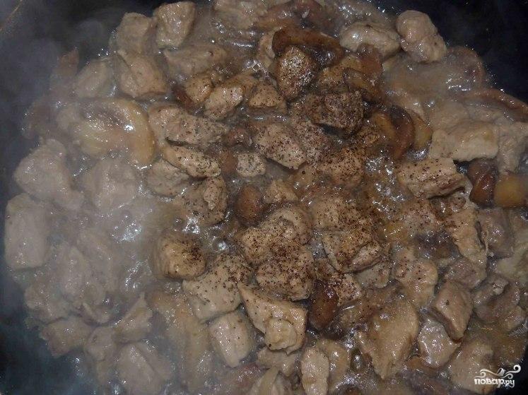 Свинина с фасолью в горшочках - фото шаг 10