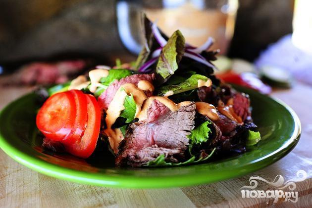 Салат со стейком и овощами