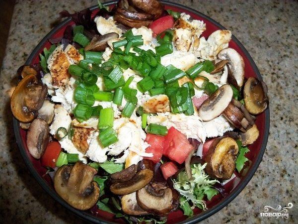 Салат куриный с шампиньонами