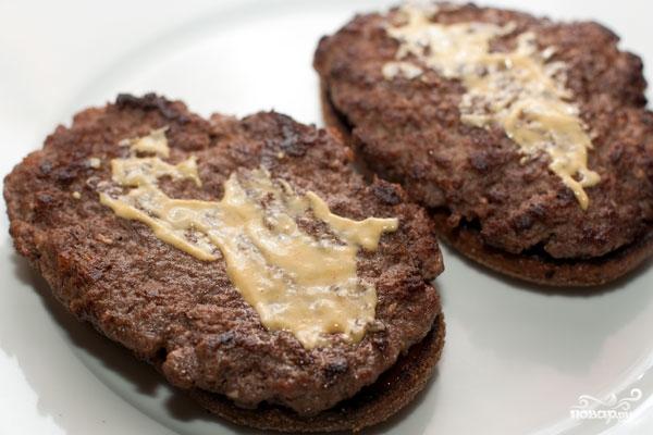 Домашний гамбургер с ржаным хлебом - фото шаг 9