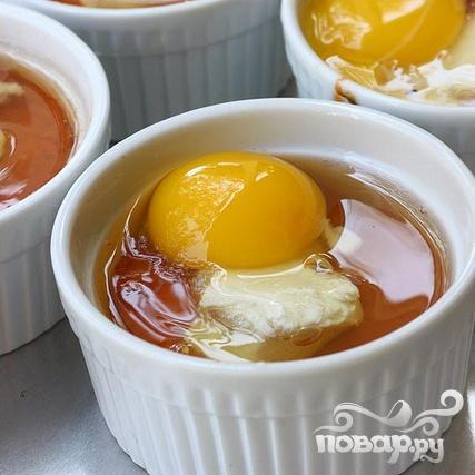 Запеченные яйца в томатном соусе - фото шаг 6