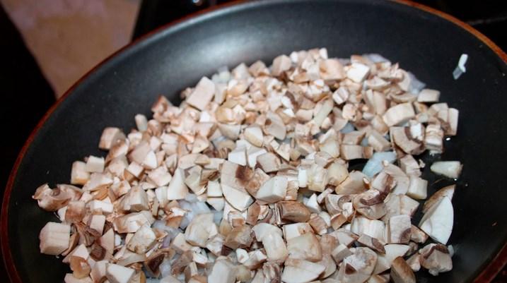 Курица диетическая с грибами - фото шаг 2