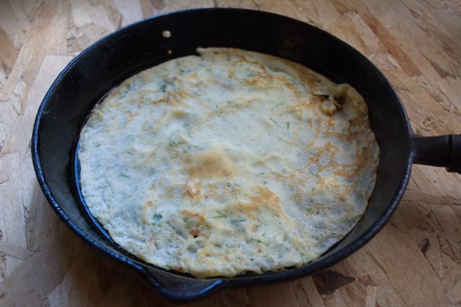 Сырные блины с зеленью - фото шаг 5