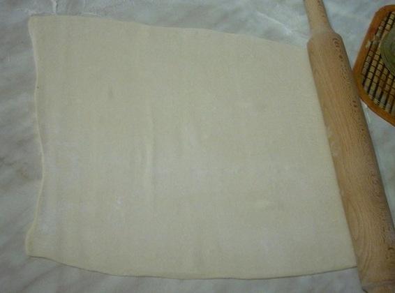 Слойки с сыром и сосисками - фото шаг 2