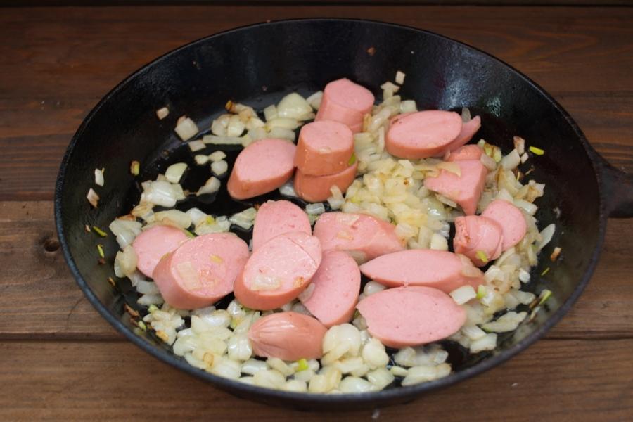 Макароны с сосисками - фото шаг 5