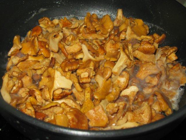 Картошка со свежими грибами жареная - фото шаг 4