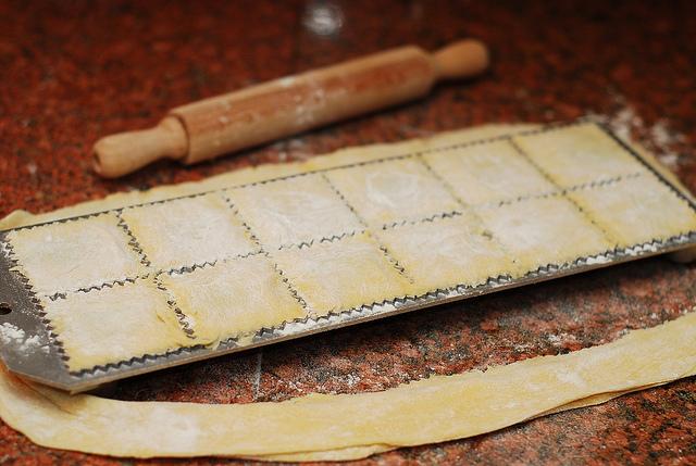 Равиоли со шпинатом в сливочном соусе - фото шаг 6