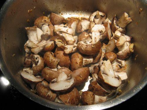 Паэлья с курицей и грибами - фото шаг 5