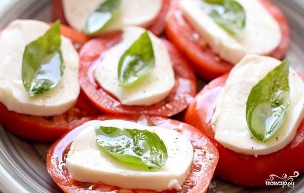 Простой салат из копченой колбасы и свежего огурца и кукурузы рецепт